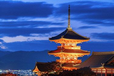 JAP2414AW Sanjunoto pagoda of Kiyomizu-dera  Temple at Night, Higashiyama, Kyoto, Japan