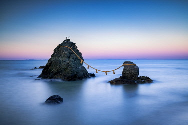 JAP2433AW Futamigaura (Wedded Rocks), Meoto Iwa,  Mie Prefecture, Japan
