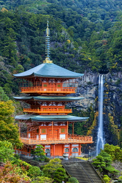 JAP2440AW Nachi no taki Waterfall & Pagoda, Nachi Falls, Wakayama Prefecture, Honshu, Japan