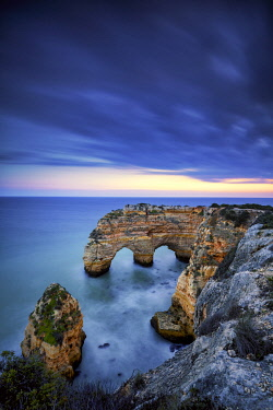 POR10840AW Double Sea Arch, Praia da Marinha, Caramujeira, Lagoa, Algarve, Portugal