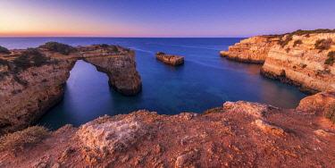 POR10843AW Natural Sea Arch, Praia da Albandeira, Algarve, Portugal