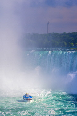 CA132RF Canada, Ontario, Niagara Falls, Horseshoe Falls, Maid of the Mist boat tour