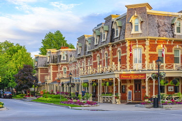 CA03309 Canada, Ontario, Niagara-on-the-Lake, corner of King Street and Queen Street, Prince of Wales Hotel