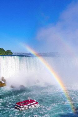 CA03313 Canada, Ontario, Niagara Falls, Horseshoe Falls, Hornblower boat tour