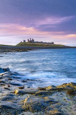 UK08762 UK, England, Northumberland, Dunstanburgh Castle