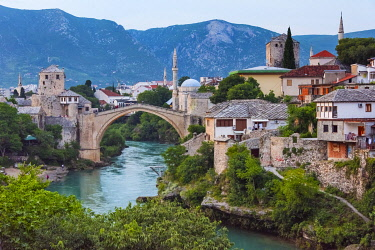 EU44KSU0071 Stari Most (Old Bridge) over Neretva River, UNESCO World Heritage Site, Mostar, Bosnia and Herzegovina