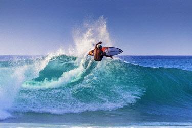 USA15176 United States of America, Hawaii, Oahu island, surfer on the North Shore