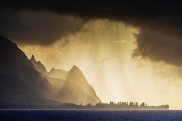 USA15197 United States of America, Hawaii, Kauai island, Haena state park, storm clouds