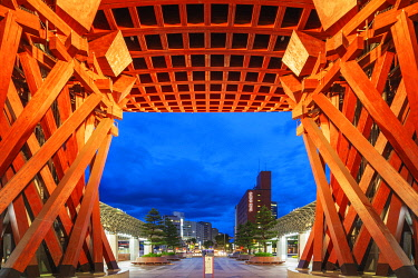 JAP2604 Japan, Honshu, Ishikawa prefecture, Kanazawa city, Kanazawa station, designed by Sejima and Nishizawa in the shape of a shrine's torii gate