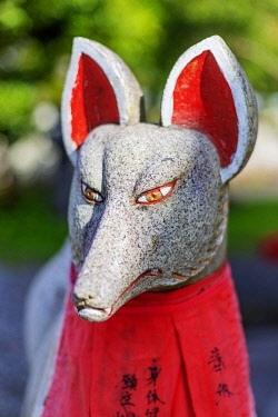 JAP2606 Japan, Honshu, Tochigi  prefecture, Nikko, Unesco site, statue of a Japanese fox at a Shinto shrine