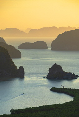 THA1507AWRF Ao Phang-nga National Park at sunrise, Phang Nga Province, Thailand