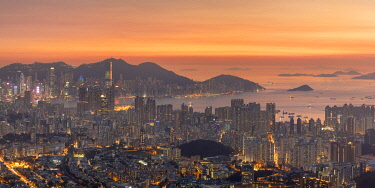 CH12379AW Kowloon and Hong Kong Island at sunset, Hong Kong