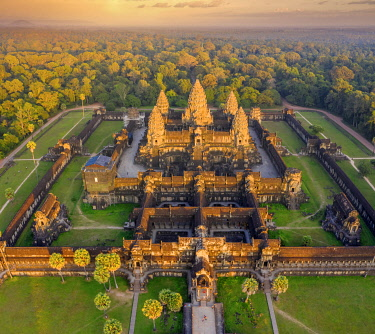 CM02262 Cambodia, Siem Reap, aerial view of Angkor Wat Complex (Unesco Site)