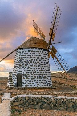 ES09776 Spain, Canary Islands, Fuerteventura, La Oliva, traditional windmill