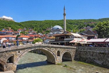 EU48KSU0043 Stone bridge, Sinan Pasha Mosque and houses in the old town on the banks of the Prizren Bistrica River, Prizren, Kosovo.