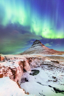 ICE4242AW Aurora Borealis over Kirkjufell Waterfall, Snaefellsnes National Park, Snaefellsnes Peninsula, Iceland, Europe