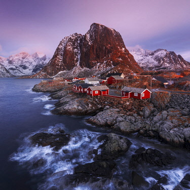 NOR1164AW Fishermen's cabins (rorbuer) of Hamnoy along the coast in the Lofoten islands, Norway
