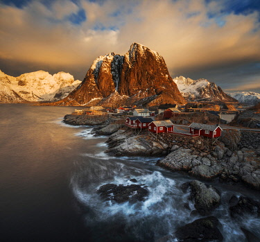 NOR1177AW Fishermen's cabins (rorbuer) of Hamnoy along the coast in the Lofoten islands, Norway