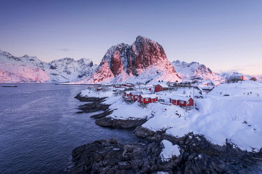 NOR1209AW Fishermen's cabins (rorbuer) of Hamnoy along the coast in the Lofoten islands, Norway