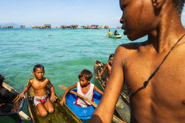 MAY0366AW Bajau laut sea gypsies, Bodgaya Island, Tun Sakaran Marine Park, Semporna, Sabah, Borneo, Malaysia