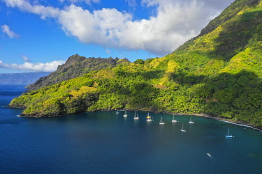 OC13DPB0643 Cruising yachts anchored. Hapatoni, Tahuata, Marquesas, French Polynesia, South Pacific.