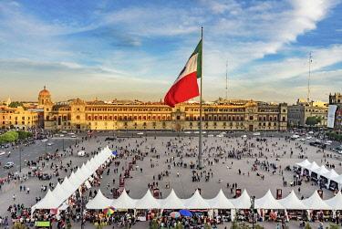 SA13WPE0277 Presidential Palace, Zocalo, Flag Christmas, Mexico City, Mexico. Zocalo.