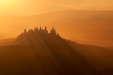 ITA15338AW Podere Belvedere surrounded by haze during autumn at sunrise, Val d'Orcia, Tuscany, Italy