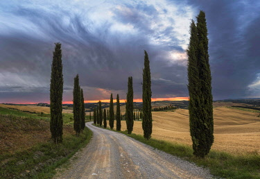 ITA15341AW Podere Baccoleno in summer during a stormy sunset, Crete Senesi, Tuscany, Italy