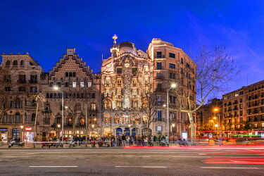 SPA9774AWRF Night view of Passeig de Gracia avenue with Casa Batllo and Casa Amatller, Barcelona, Catalonia, Spain