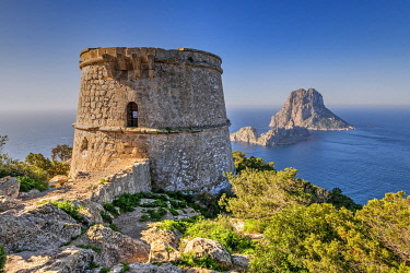 SPA9752AW Torre des Savinar defence tower with Es Vedra island in the background, Ibiza, Balearic Islands, Spain