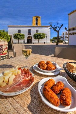 SPA9759AW Typical Spanish tapas, Santa Gertrudis de Fruitera, Ibiza, Balearic Islands, Spain