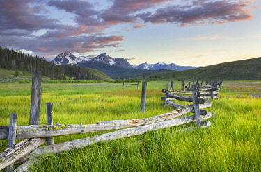 US13AMA0035 USA, Idaho. Wetlands in Stanley Basin, Sawtooth Mountains.