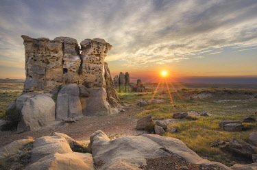 US27AMA0010 USA, Montana. Sunset over sandstone rock formations and prairie of Medicine Rocks State Park.