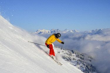 IBLMAB05107070 Skier, Hohe Salve ski run, Loferer Steinberge at the back, Skiwelt Wilder Kaiser Brixenthal, Hochbrixen, Tyrol, Austria, Europe