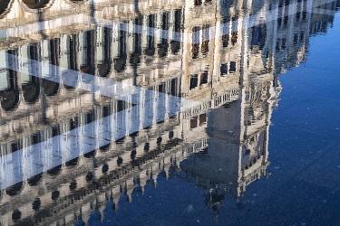 IBXYUC05134586 Reflection of the procurations at Acqua alta on St. Mark's Square, Venice, Veneto, Italy, Europe