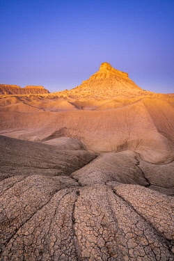 USA15418AW Factory Butte mountain rising above badlands at dawn, Wayne County, Utah, Western United States, USA