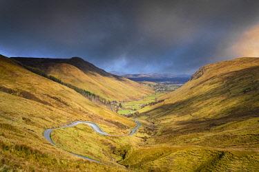 IRL1132AW Ireland, Co.Donegal, Ardara, Glengesh pass, winding road through mountainous landscape
