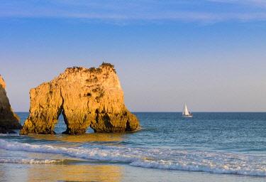 POR10937AW Portugal, Algarve, Alvor, Prainha, rock formations