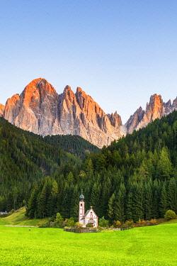 ITA15404AWRF St. Johann Church, Val di Funes, Dolomites, South Tyrol, Italy