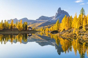 ITA15358AW Early Morning at Lake Federa in Autumn, Cortina d�Ampezzo, Veneto, Italy.