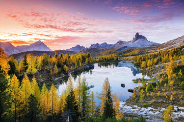 ITA15364AW Sunrise at Lake Federa in Autumn, Cortina d�Ampezzo, Veneto, Italy.