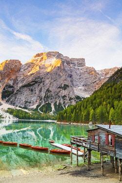 ITA15381AW Italy, South Tyrol, Bolzano, Braies Lake