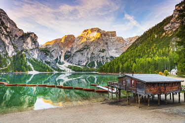 ITA15382AW Italy, South Tyrol, Bolzano, Braies Lake