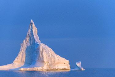 GRN1386 Sunset over icebergs in Disko Bay