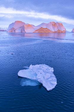 GRN1442 Sun setting on icebergs in the Kangia Icefiord, Ilulissat