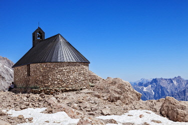 AUT1009 Maria Heimsuchung Chapel, Germany's Highest Church at the peak of the Zugspitze, the highest mountain in Germany, on the German Austrian Border, Ehrewald Unterdorf, Ehrwald, Tyrol.