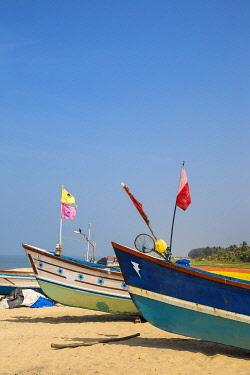 IN440RF India, Kerala, Alleppey - Alappuzha,  Fishing boats on Marari Beach