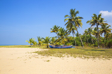 IN04390 India, Kerala, Alleppey - Alappuzha,  Fishing boats on Marari Beach