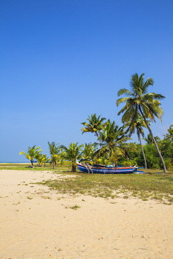 IN04391 India, Kerala, Alleppey - Alappuzha,  Fishing boats on Marari Beach