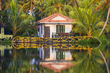 IN04430 India, Kerala, Kollam, Resort bungalow on Munroe Island